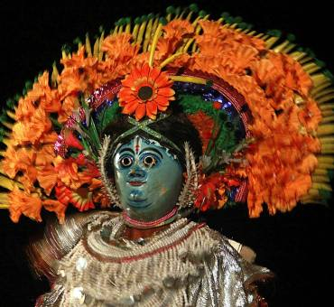 The Chau mask dance of Purulia