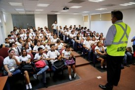 Jóvenes reciben con gusto pláticas sobre el alcoholímetro