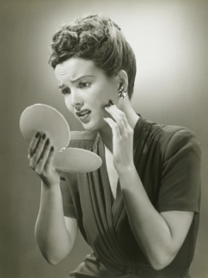 woman-looking-in-mirror
