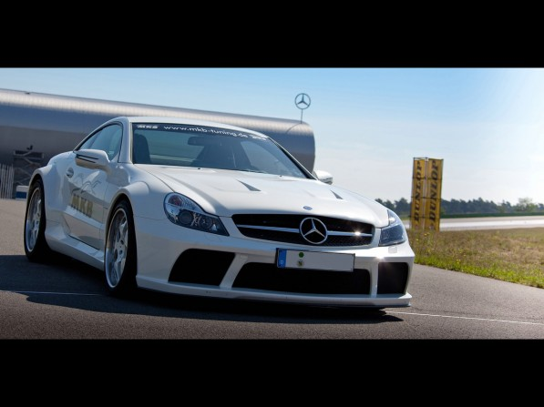 2011-MKB-Mercedes-Benz-SL-65-AMG-Black-Series5-597x447.jpg