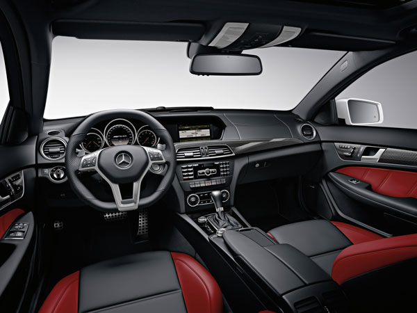 2012_C63_AMG_Coupe_interior.jpg