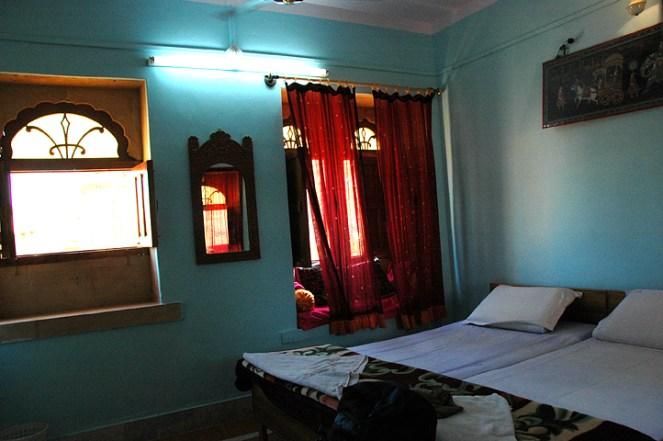 Jaisalmer hotel room