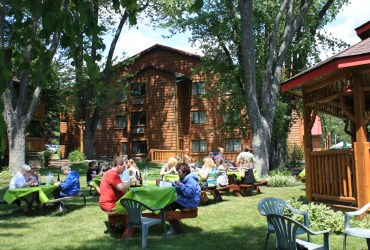 Family Reunion Group at Gazebo at Meadowbrook Resort & DellsPackages.com in Wisconsin Dells