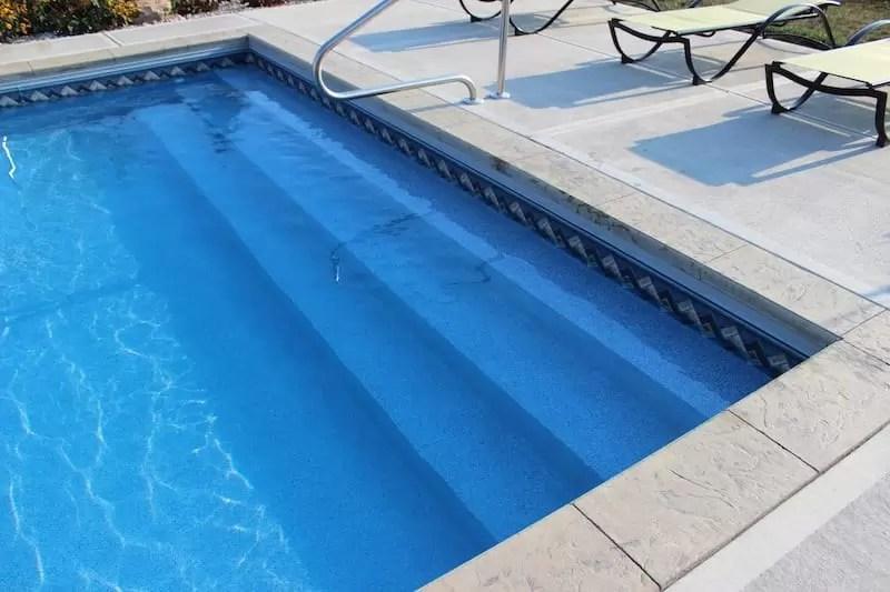 Fiberglass pools vinyl pools and concrete pools pros and for Vinyl inground pool