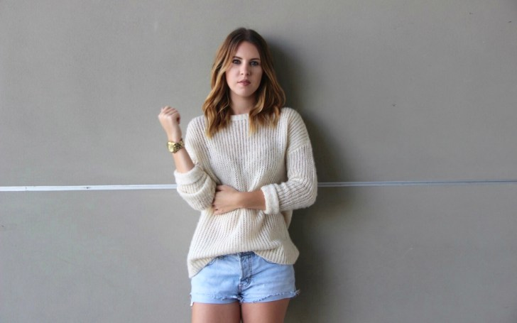 cute and simple outfit for those warm fall days | www.meganhofferth.com