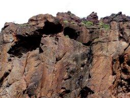 Natürliche Höhlen im weichen Lavagestein