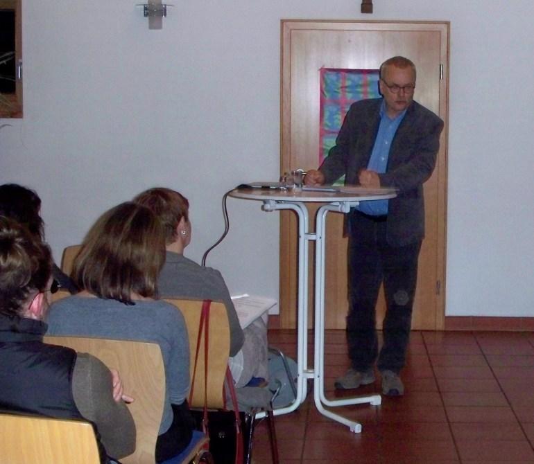 Uwe Kekeritz bei seinem Vortrag Foto: HJS