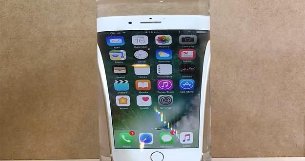 iPhone 7 e acqua ecco i video dei test di impermeabilità