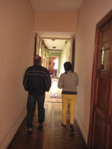 Tony talking with Maria, the tour guide at the Casa Museo in Quito.