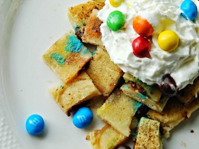 How to make M&M's® Crispy Pancakes #Crispyisback #ad #cbias