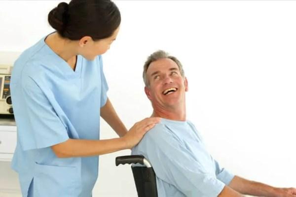 315155405-paraplejia-silla-de-ruedas-cuidar-de-alguien-consolar