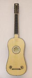 A. Radice (Bologna 2008), chitarra a 5 ordini copia R. Voboam (Paris, 1641)