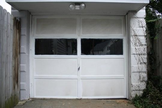 Trim of the garage door panes lookin' real clean.
