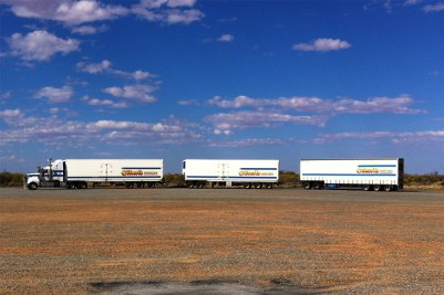 15 Australia 2015_area di servizio, camion lungo 52mt, Marryat Creek