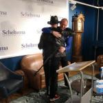 En gaf ik Paul een knuffel