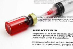 Hepatitis B vacuna muertes bebés China medicamentos reacciones adversas