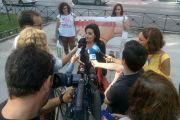 Alicia Capilla, presidenta de la AAVP, atiende a medios de comunicación a la salida de la reunión en Sanidad.