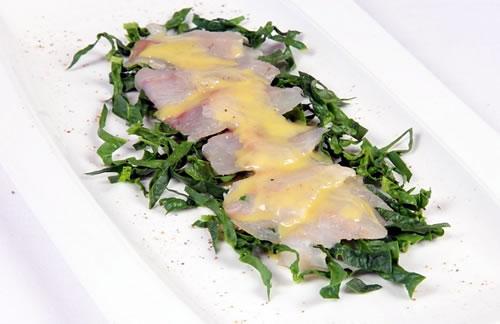 carpaccio de lubina con espinacas