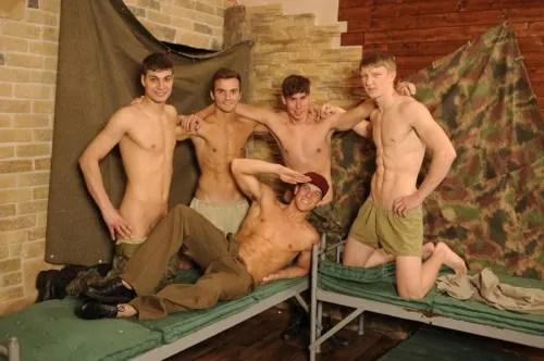 bfoto01-euro-military-men