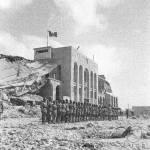 Tobruk , sett 1942. IL Battaglione San Marco schierato durante la celebrazione della vittoria nella battaglia svoltasi nella notte tra il 13 e il 14 sett 1943