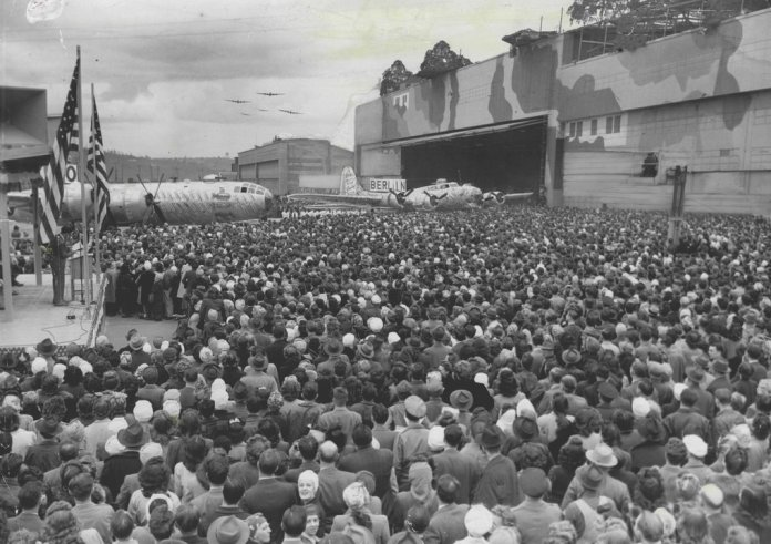 thousands-of-boeing-workers-gather-in-front-of-boeing-plant-2-for-ceremonies-marking-the-changeover-from-b-17-to-b-29-production-on-april-10-1945-boeing-seattle-times-archive