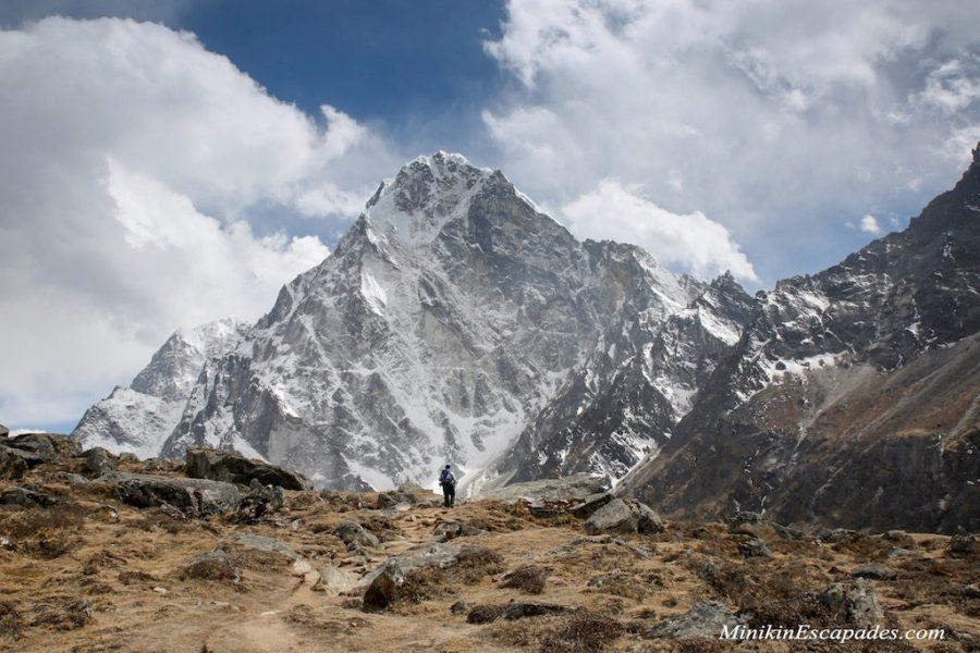 Hiking towards Dzongla in the shadow fo Cholatse