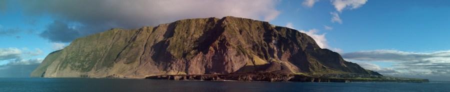 Panoràmica de l'illa de Tristan da Cunha / Brian Gratwicke