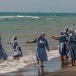 Italie: Un imam provoque un scandale en postant une photo de religieuses à la plage