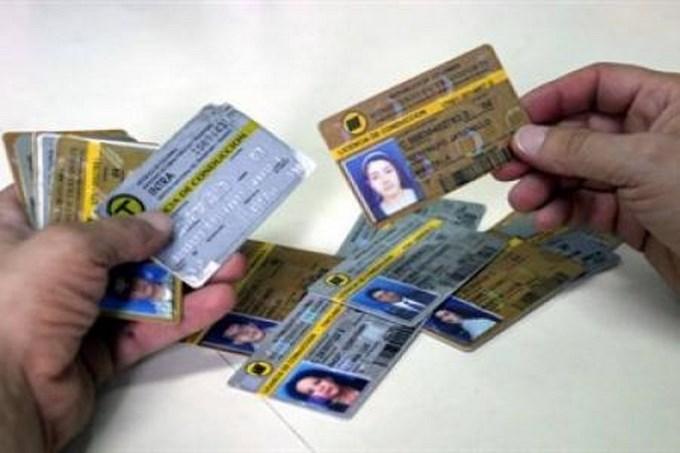 licencias de conducción Copiar Condenado a 3 años de cárcel por presentar licencia de conducción falsa