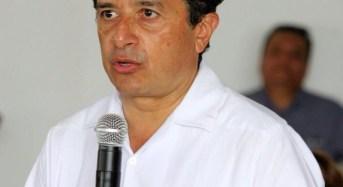 """Carlos Joaquín le apuesta al """"dedazo"""""""