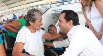El alcalde entrega 897 acciones de vivienda que benefician a 3,463 meridanos