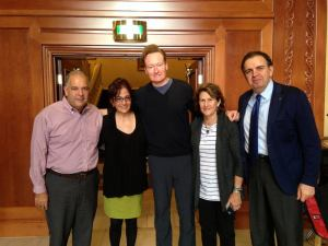 Conan O'Brien flanked by Assembly Board Co-Chairman Anthony Barsamian (left), Assembly Regional Director Arpi Vartanian, and Assembly Board President Carolyn Mugar (right), and Armenia's Deputy Foreign Minister Garen Nazarian.