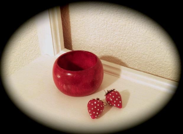 roter Armreif mit Erdbeeren 1