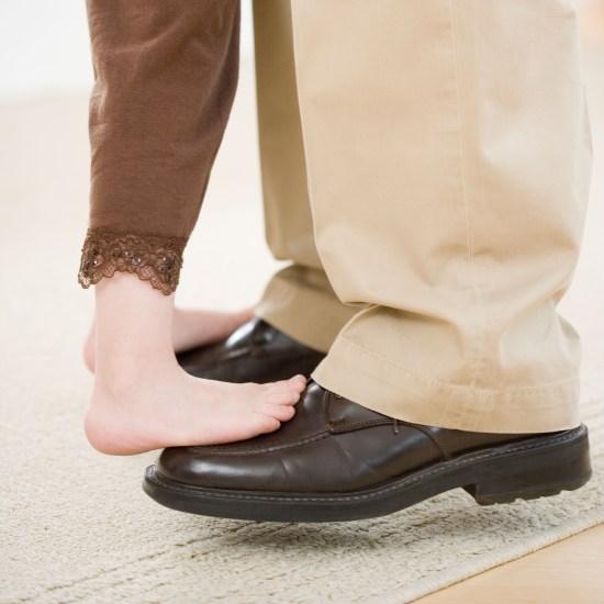 foot-dancing-a9r9hw