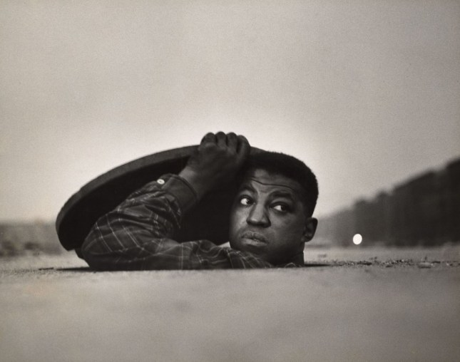 Photo: Gordon Parks. Untitled (Harlem, New York), 1952. Anonymous gift. © The Gordon Parks Foundation.