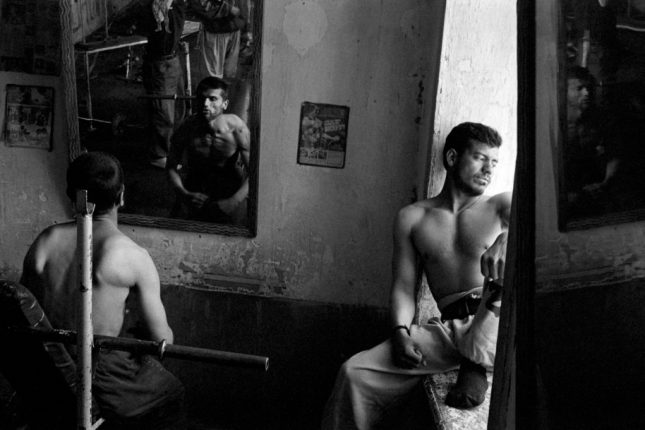 Photo: Kabul, 2005. A body building gym new Shah do Shamshira Mosque. © Stephen Dupont, courtesy of Steidl.
