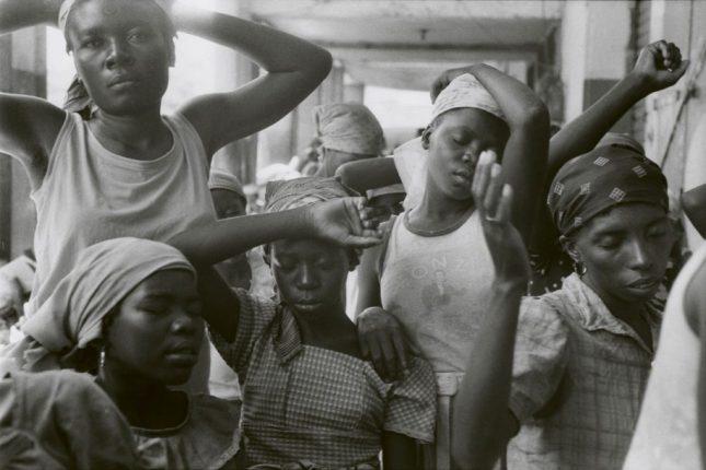 Photo: Danny Lyon, The Haitian Women, Port Au Prince, 1986, Gelatin silver enlargement print © Danny Lyon. Courtesy of the artist and Edwynn Houk Gallery, New York and Zurich
