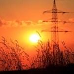 Strompreise fallen – Netzentgelte steigen