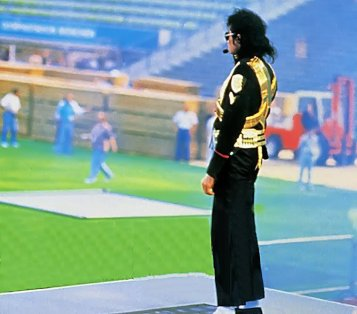 Rehearsal-For-The-1993-Halftime-Superbowl-Performance-michael-jackson-32457025-759-668