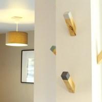 Des patères en bois, design, beaux et fonctionnels