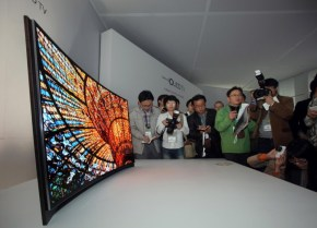 Curved_OLED-TV_1 7