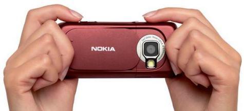 Nokia N73 kädessä