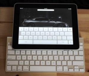 Apple iPad next to Apple's Wireless Bluetooth Keyboard - Photo: Fabrizio Pilato