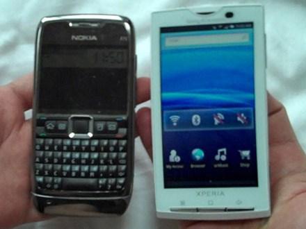 Sony Ericsson X10 next to Nokia N71 Photo: Michael Kwan