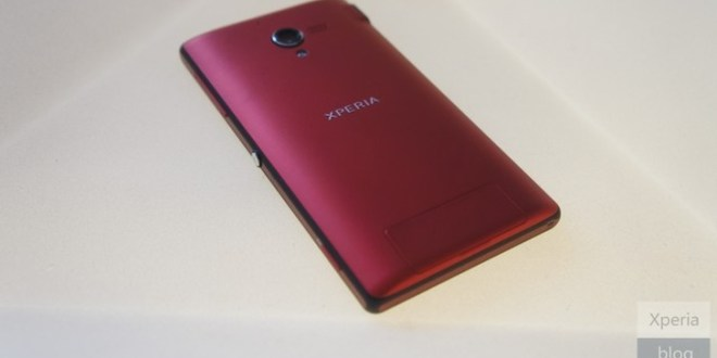 Sony-Xperia-ZL-in-Red-Spotted-in-the-Wild-No-Global-Release-for-This-Color