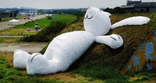 Florentijn-Hofman-giant-rabbit