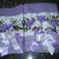 Toalhas bordadas, charme no banheiro e conforto para seu uso