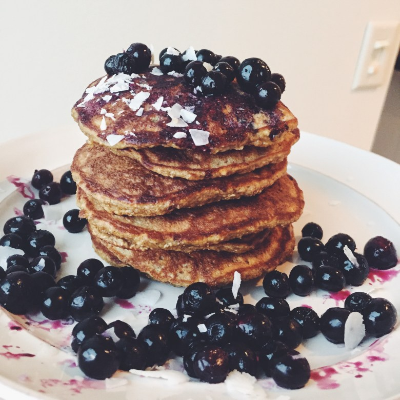 The BEST healthy banana pancakes i've ever had. baby, kid, and adult friendly
