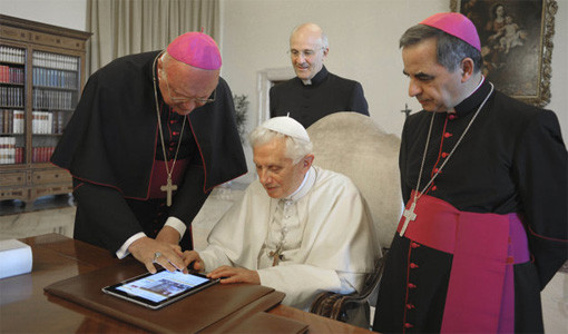 Pope Benedict XVI hearts his iPad