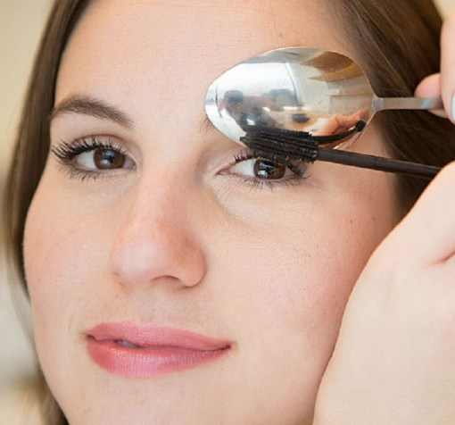applying mascara with spoon